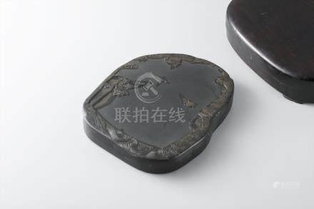 端溪龙翔凤舞砚 红木盒(在铭)
