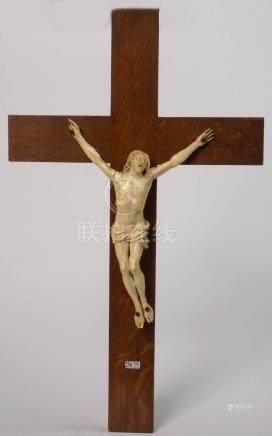 """""""Christ janséniste"""" en ivoire sculpté. Epoque: XVIIIème (?). (Manques et *). L.(Christ):+/-3"""