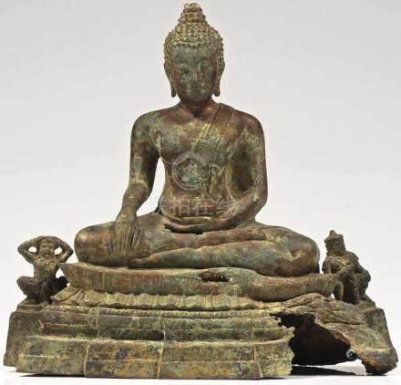 BUDDHA AND TWO GARUDAS bronze, Thailand, 19th century H: 26 cm / W: 27 cm /D: 12 cm Buddha sitting