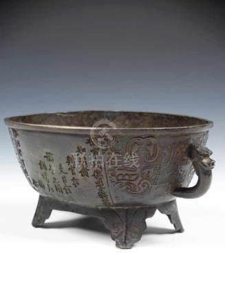 RITUAL FOOD VESSEL bronze, China, 15th century, Ming Dynasty H: 10 cm / W: 23 cm / D: 15 cm The