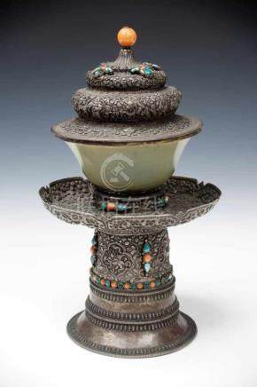 SILVER TEACUP AND SAUCER Jade teacup and silver cup stand and cover, Tibet, 19th century, H: 25 cm /