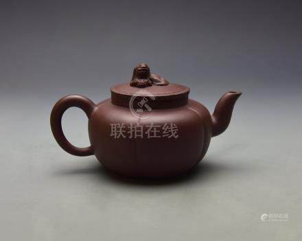 A Fine Old Gua Leng Shape Yixing Teapot with lion shape