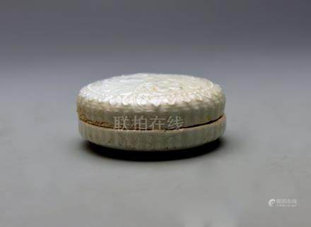 Song Dynasty, Celadon-glazed round Box
