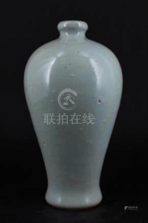 Chinese Song Porcelain Crackle Vase