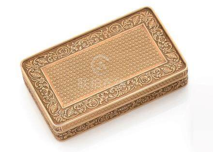 Petite boîte en or jaune (750) de forme rectangulaire, aux angles arrondis, ornée, toutes fa