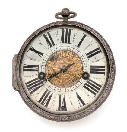 Montre de poche formant réveil en argent (min. 800).Le fond à décor gravé alterné de profils