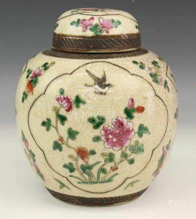 China, craquelé gemberpot, begin 20e eeuw, met famille rose decor h. 22 cm. [1]