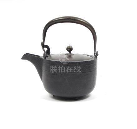 A cast iron tetsubin Meiji era (2)