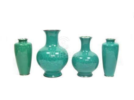 Four green cloisonné enamel vases By the Ando Jubei Company, Taisho/Showa, 20th century (4)