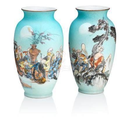 A pair of enamelled porcelain vases By Takeuchi Chubei, Meiji era (2)