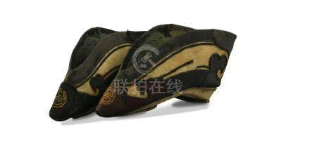PAIR OF CHINESE LATE QING DYNASTY BINDING SHOES
