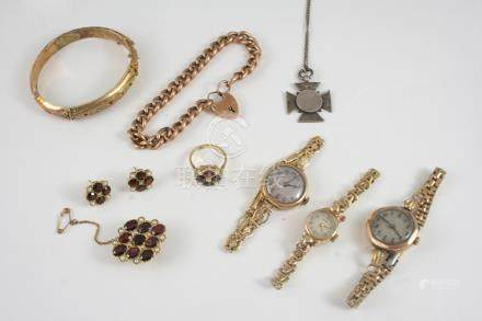 A QUANTITY OF JEWELLERY including a 9ct. gold curb link bracelet with padlock clasp, 14 grams, a