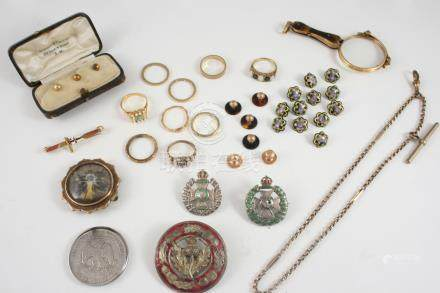 A QUANTITY OF JEWELLERY including a cased set of three 9ct. gold dress studs, twelve enamel buttons,