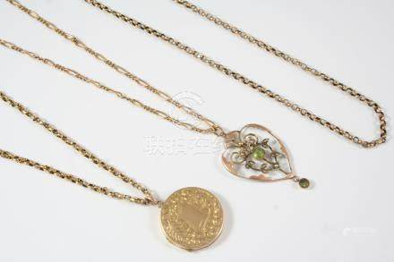 A 15CT. GOLD CIRCULAR LOCKET PENDANT with foliate engraved decoration to both cases, 2.7cm. dia., on
