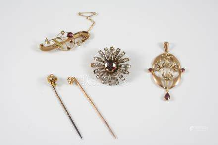 A QUANTITY OF JEWELLERY including a Victorian garnet and rose-cut diamond (some missing)