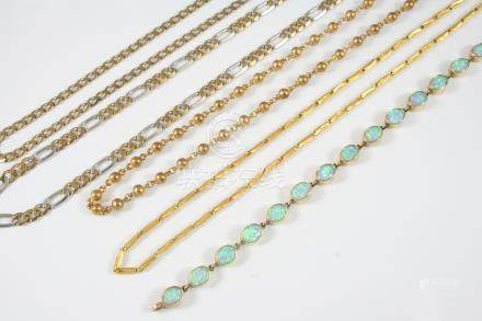 A 9CT. TWO COLOUR GOLD FLAT CURB LINK NECKLACE formed with long and short links, 61cm. long, 22.7