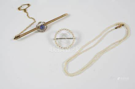 A SAPPHIRE AND DIAMOND BAR BROOCH the circular sapphire is set within an openwork surround of rose-