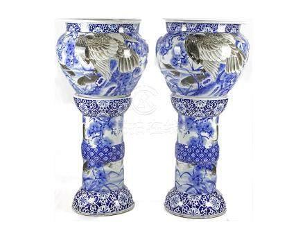 Vish bowl on stand Porcelain