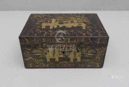 CHINOISE LACK-SCHATULLE / LACK-DECKELDOSE MIT EINSATZ / laquer box, 19./20. Jh., lackiertes Holz und