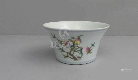 SCHALE / bowl, Porzellan, China, unter dem Stand gemarkt mit ungedeuteter quadratischer
