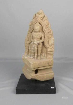 HINDUISTISCHES RELIEF: \Tempelwächter\, Sandstein, Tempelfragment, wohl Thailand, 13./14. Jh.,