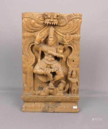 HINDUISTISCHES RELIEF \PARVATI / KALI / DURGA\, wohl Indien, Tropenholz, geschnitzt. Auf