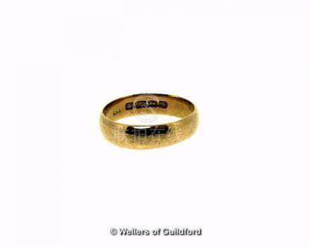22ct gold wedding band, weight 6.5 grams, ring size T