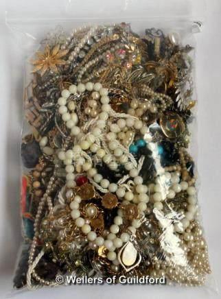Bag of costume jewellery, gross weight 2.29 kilograms