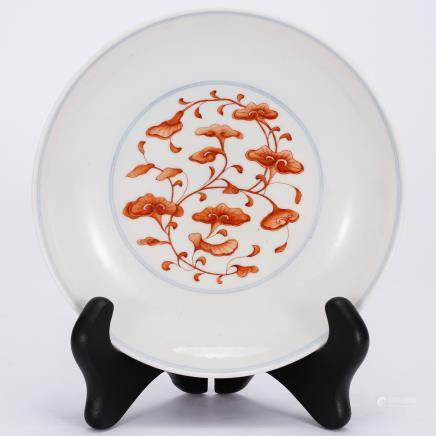 CHINESE PORCELAIN PLATE WITH PAINTED RED LOTUS