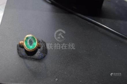 Vintage 10K Gold Peking Glass Ring