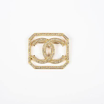 CHANEL Collection Prêt-à-porter Printemps Ete 2017 Broche octogonale en métal  doré 52f1a7fba61