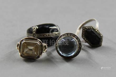 Lot de quatre bagues en argent 925°/°° serties de verre coloré, onyx et divers Pds brut : 15