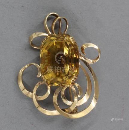 Broche en or jaune 18k ornée d'une citrine, pds brut : 28 g.