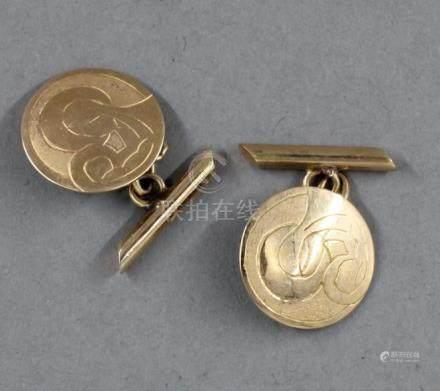 Paire de boutons de manchettes en or jaune 18k gravée de la Vierge à l'enfant stylisée, pds