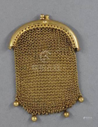 Bourse maille en or jaune 18k, pds : 25,3 g. (léger enfoncement)