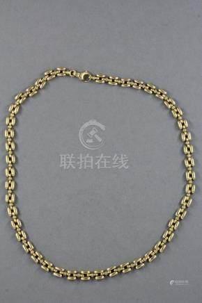 Collier à maillons tank en or jaune 18k. L : 42 cm.