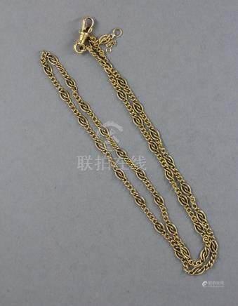 Chaine de cou en or jaune 18k à maillons croisés alternant avec trois petits maillons. L : 5