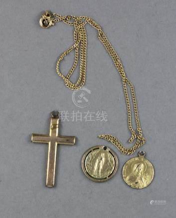 Chaine de cou et trois pendentifs croix et Vierge en métal