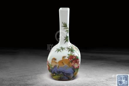 清  琺瑯彩花鳥紋長頸方瓶