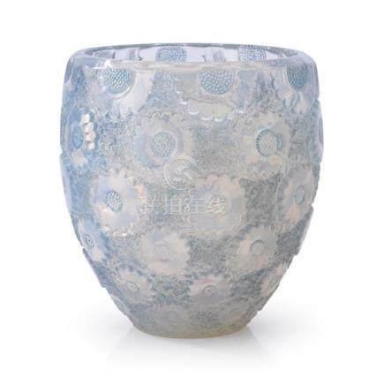 A René Lalique 'Pâquerettes' vase, no. 10-877, French, desig