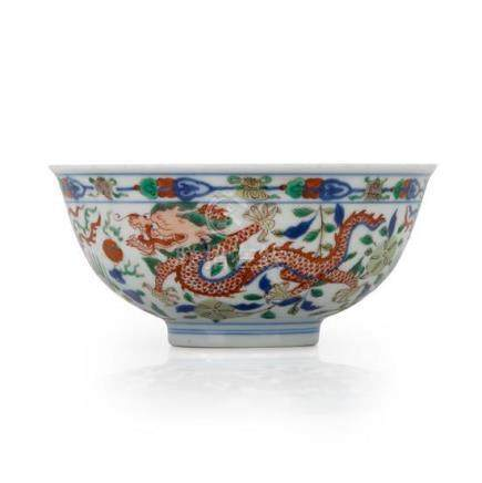 A wucai 'dragon and phoenix' bowl mark of Kangxi 14.7 cm dia