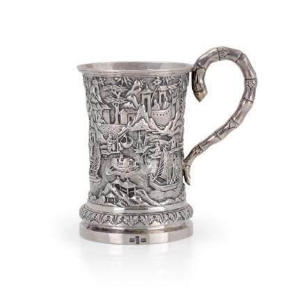 A Chinese silver mug, 20th century 12.2 cm high