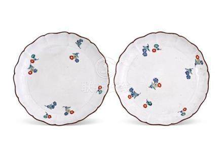 A pair of Kakiemon dishes, early 18th century (2) 18 cm diam