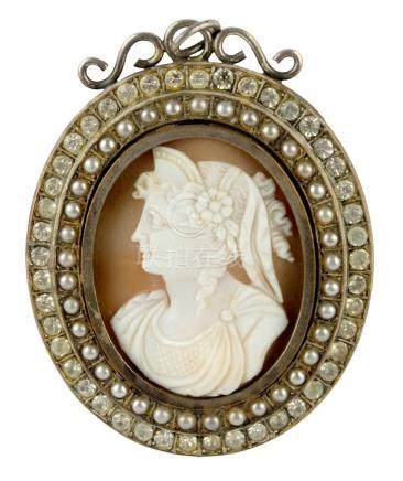 First half of 20th century carved shell cameo pendant