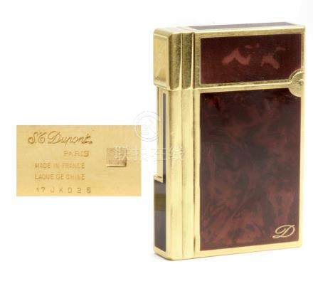 Dupont. Gold plated and lacquer lighter
