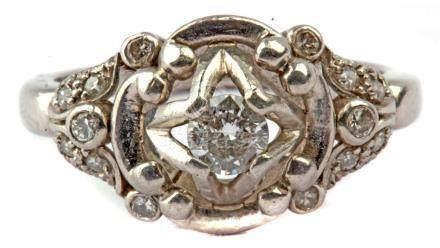 First half of 20th century platinum and brilliant cut diamonds ring