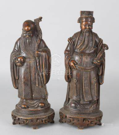 Two Chinese figures by old example. Plastic. Bronze