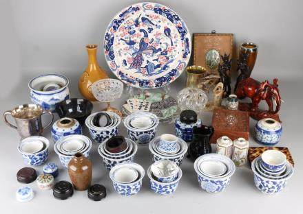 Big lot miscellaneous from household effects. Among