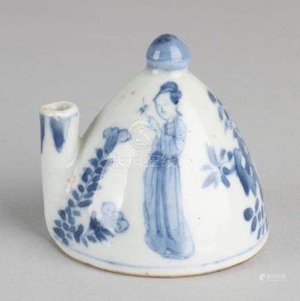18th Century Chinese Kang Xi porcelain pot with spout