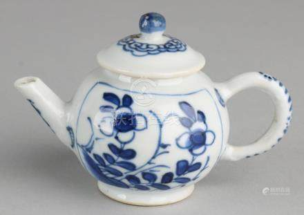 Very small 18th - 19th century Chinese porcelain teapot